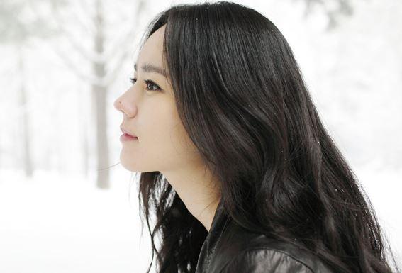 首先是韓佳人,韓佳人鼻子上的痣真的很有名(笑)過去韓佳人和金秀賢合作《擁抱太陽的月亮》,當時在韓國造成了很大的話題,還被封為國民電視劇。