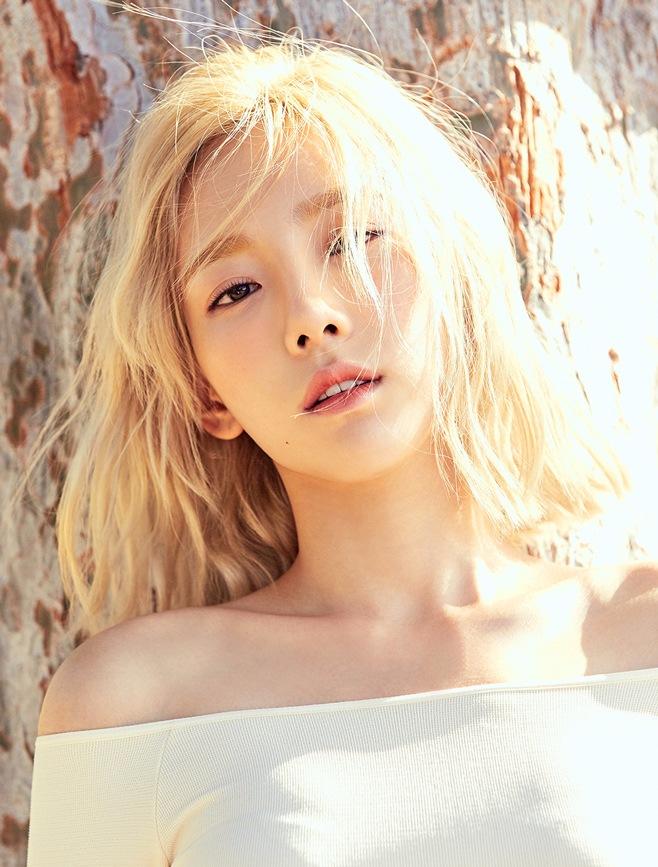 前陣子推出新專輯的太妍,在《人氣歌謠》中稱讚新MC俞氏姊妹孔昇延、定延和金敏碩的特別舞台〈Cheer Up〉和〈Who's your mama?〉時,也小小秀了一段샤샤샤~