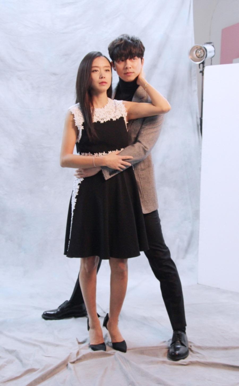 和女星合作的時候,也會為了配合對方的身高,像這樣把腿默默張開(笑)話說孔侑大叔真的太帥啦♥男神~~~