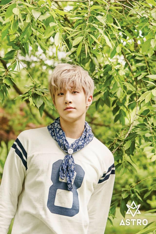 隊長也是rapper的叫做Jin Jin (20歲) 如果照本名翻譯的話就變成「真真」了~怎麼覺得好萌XDD