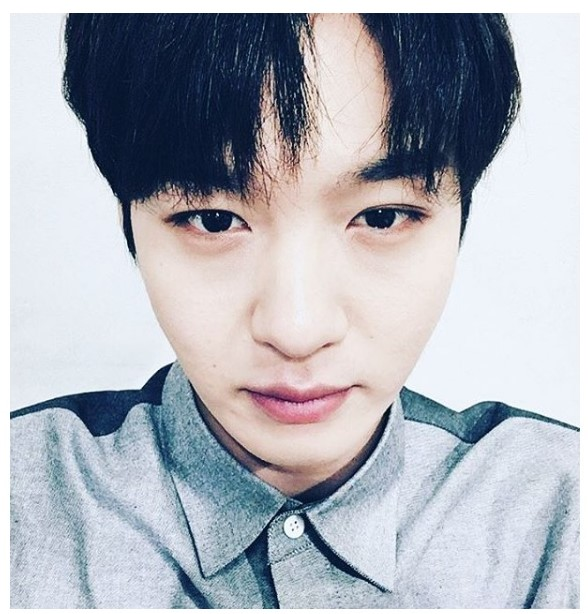 於是韓國網友就列出能把襯衫穿出不呆板特色的名單來消除眼睛業障~