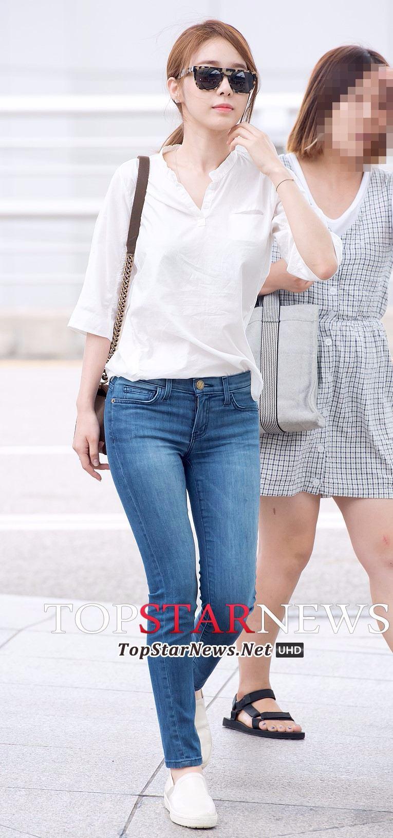 女孩方面,除了子瑜,最先想到的就是演員劉寅娜(又譯劉仁娜)~ 一樣簡單休閒的裝扮,我穿就是去市場幫忙提東西,劉寅娜一穿就是機場Fashion走秀!