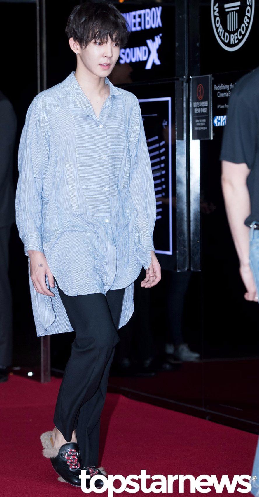 再來這位!真的只有他可以駕馭這衣服~其他人穿就是睡衣!(還是洗過鬆掉的那種! 南太炫的時尚有目共睹,特別他用各種髮色都搭配得住任何襯衫~