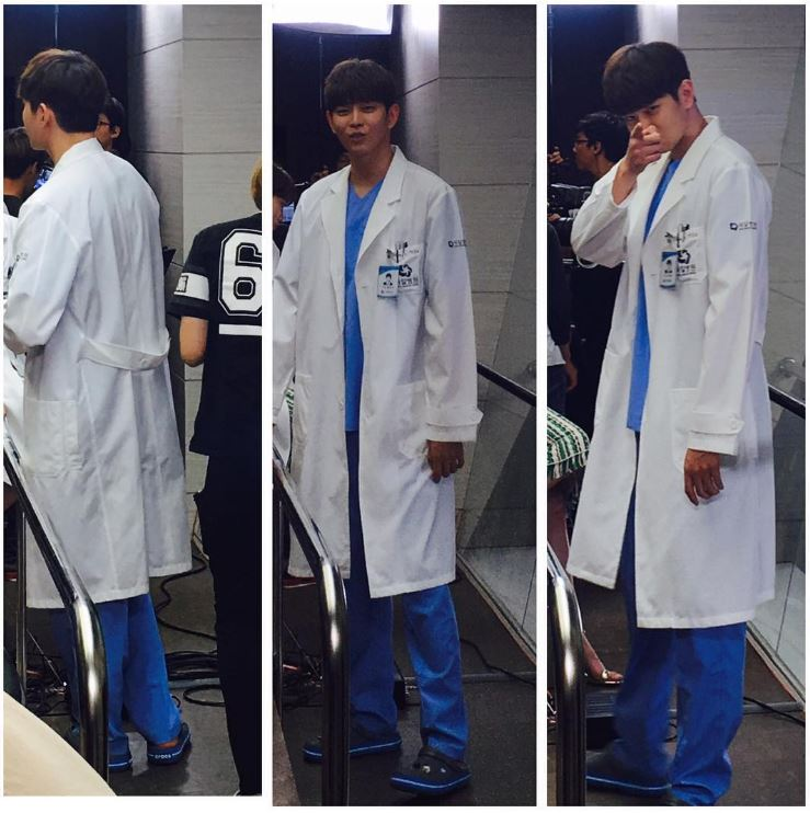 大家要看記得追《Doctors》阿,不追長腿歐霸可是會盯著你的~~(지켜보고있다~~~)