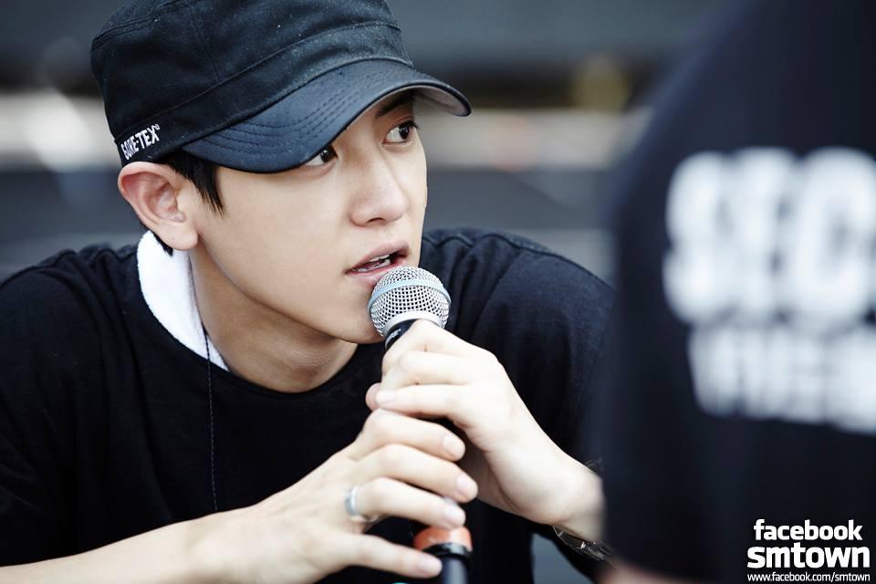 韓國偶像人人多才多藝,除了會唱會跳在舞台上展現魅力外,大多都會往綜藝、戲劇發展,其中,也會出現創作派~因為有機會在舞台上自彈自唱真的超帥的!