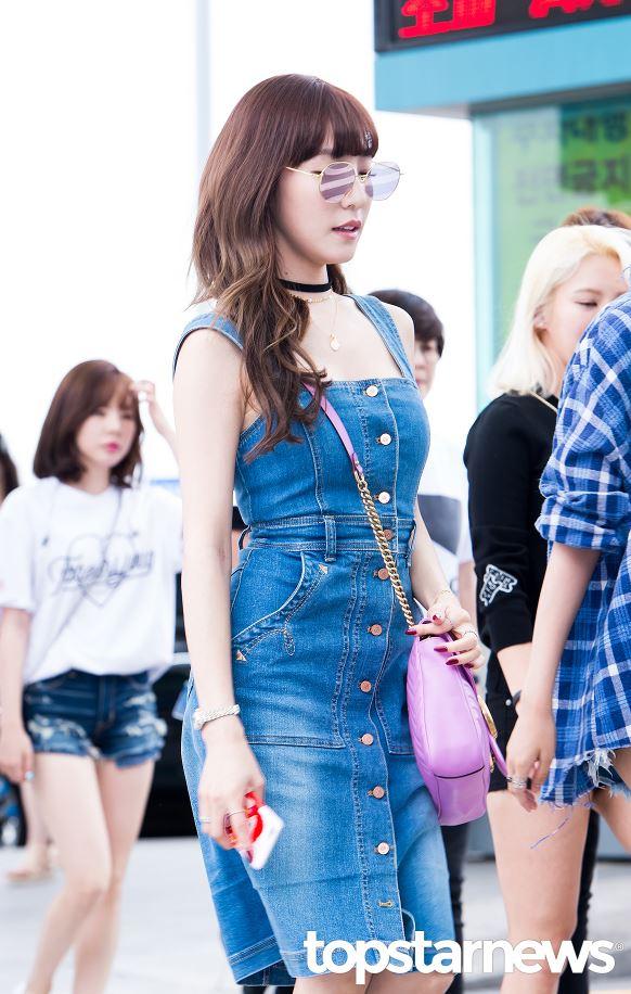 明明是同一天,Tiffany的機場時尚就很夏天啊!!鐘鉉和Key真的不會熱死嗎XDD