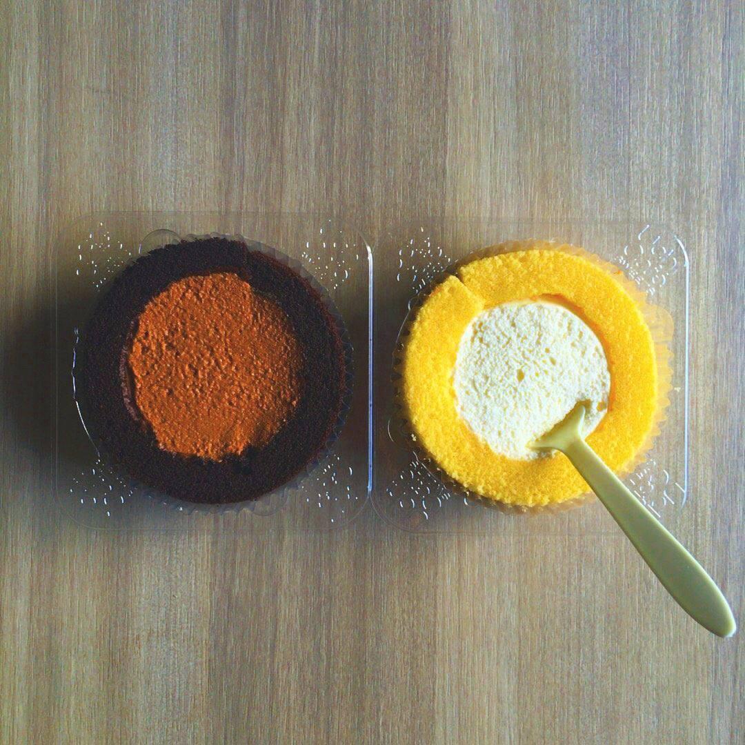 柾國就上傳了一張蛋糕的照片寫下:「 我剛在吃這個 可是睡不著怎麼辦啊 我眼前有著6個不同種類的杯麵...好苦惱呀..怎麼辦..要吃嗎..不吃嗎..(為什麼不跟著去吃呢..) 」(這種煩惱也太可愛了吧XD)