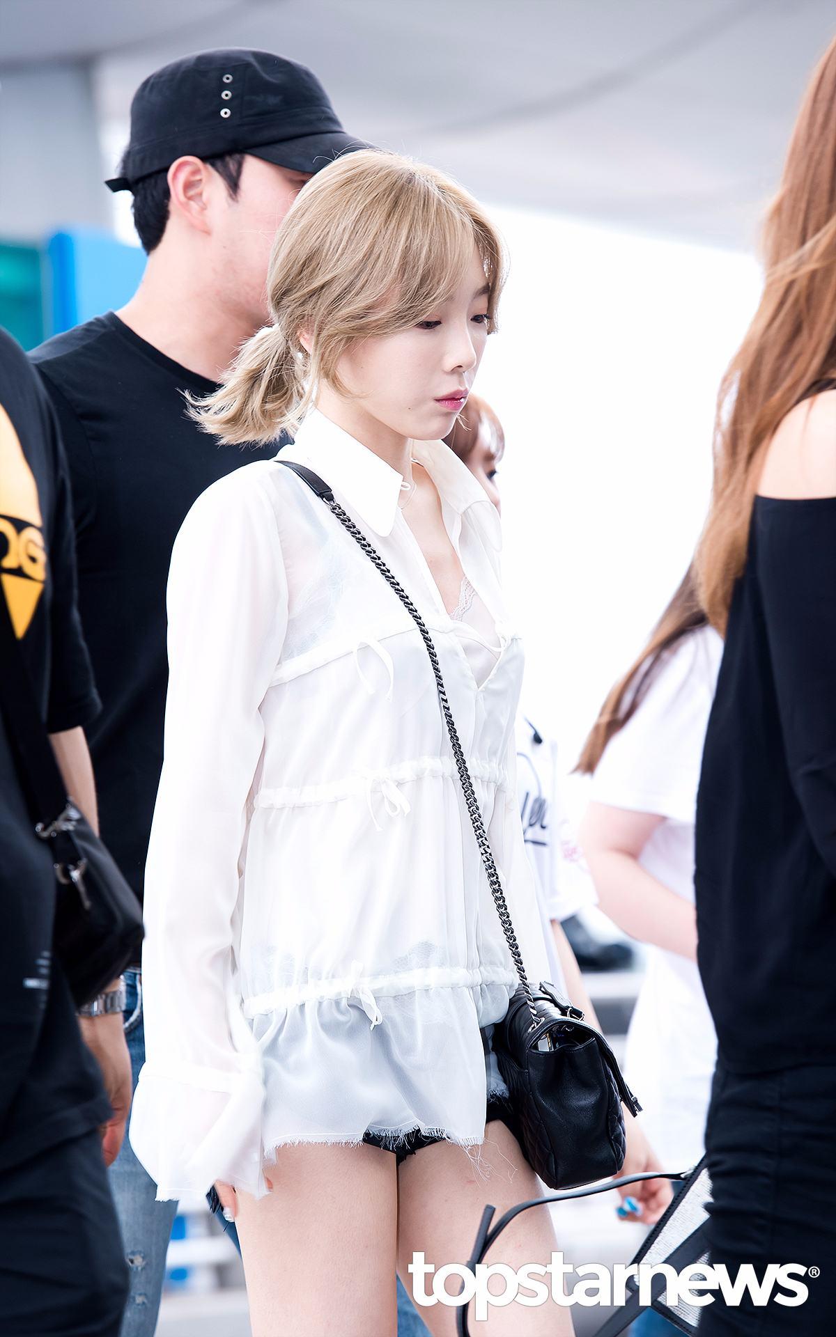 首先是宅精靈太妍,從這次的Solo專輯就可以看出太妍最近改走帥氣的街頭風。襯衫雖然也是寬鬆的半透明款,搭配上黑色熱褲,性感和帥氣兼備。