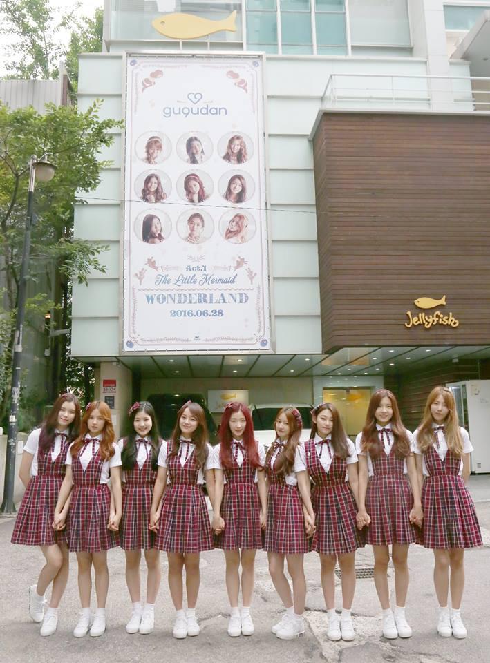 不僅是在I.O.I表演時出錯,網友也提出gu9udan表演時,世正也會跳錯,這讓部分韓國網友回應:「Jellyfish娛樂真的太貪心」,也表示:「所以當初粉絲們才說等I.O.I活動結束後再組新人女團」