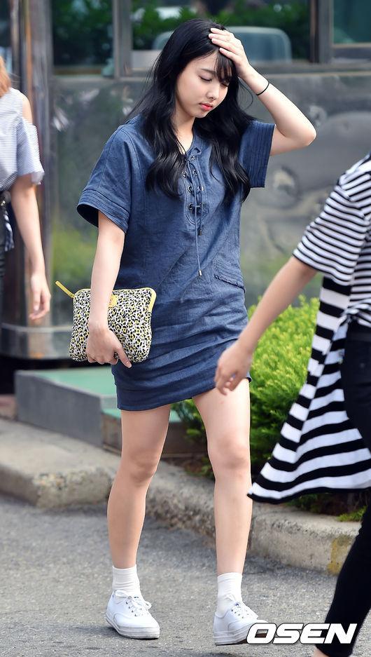 其實這也是近幾年韓妞的穿搭大勢,尤其適合懶女孩,下面就跟著摩登少女來看看韓妞的日常搭配技巧吧!