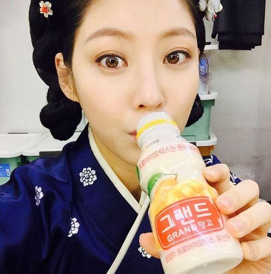 孔昇延透過長篇歷史劇《六龍飛天》中的朝鮮元敬皇后-閔多敬一角,得到許多觀眾的喜愛,知名度也大大提升!