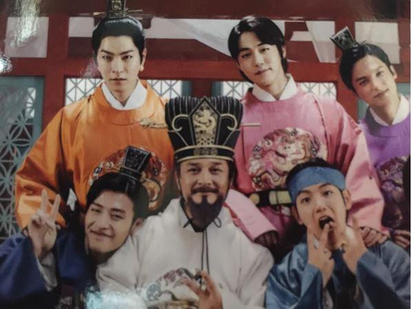 6位皇太子...誒...不對...爸爸終於出現了!果然,7位花美男皇太子遺傳到英俊帥氣的皇帝的基因~~接下來就是眾所矚目的10皇子的媽媽!!!!