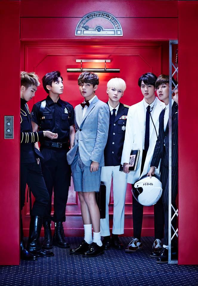 接著四次元 V 也走進電梯了...  (快看看孩子們的腿...根本就是...一折就斷的等級啊...)
