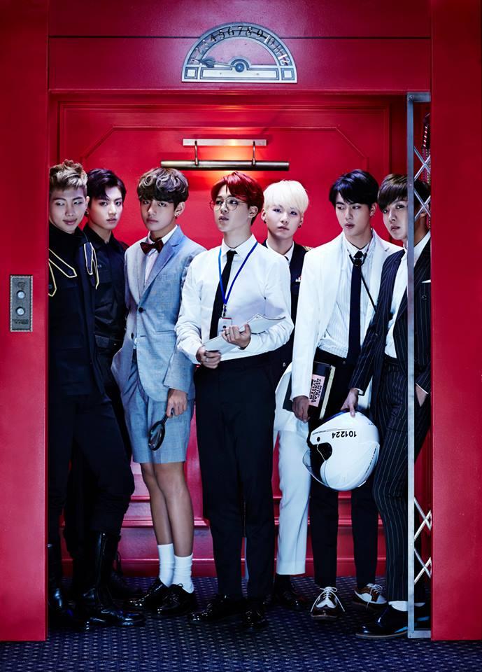 最後一個走進電梯的人就是小可愛 JIMIN 啦 ♡ By the way,這張的重點還有一個!大家快看看 Rap monster 的眼神...