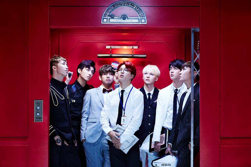 所以有人發現這個順序是什麼了嗎?  ZZANG ZZANG!(自帶音效)就是成員進 BTS 的順序喔,「那一天 你們來了」,男孩們就這樣一個接一個的進公司,最後成為防彈少年團的成員,而他們也正在 Up Up 的往上爬中。