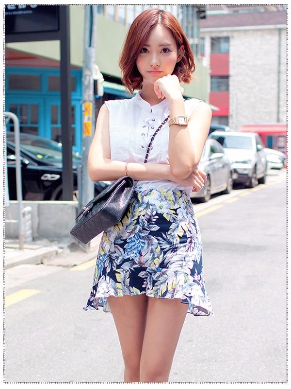 此外,對於office lady來說,襯衣肯定不能少!無肩襯衫搭配A字高腰印花短裙,青春時尚LOOK就完成啦~