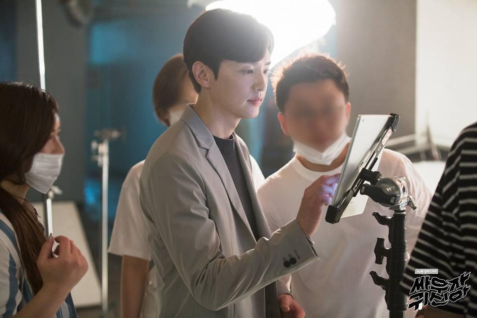 看完只想說tvN為什麼要把我們暖男教授變這樣ㅠ.ㅠ 不過真的是考驗了演員的演技,小編覺得權律也很會演欸~~~大家快一起來追這部《打架吧鬼神》吧!