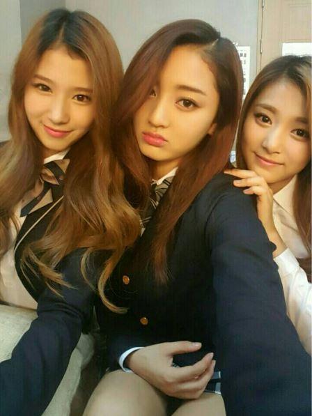 子瑜在KBS節目上透漏第一次看到隊長志效覺得~~~她很兇!志效沒有表情的時候,很容易讓人誤會她是強勢姊姊~~!
