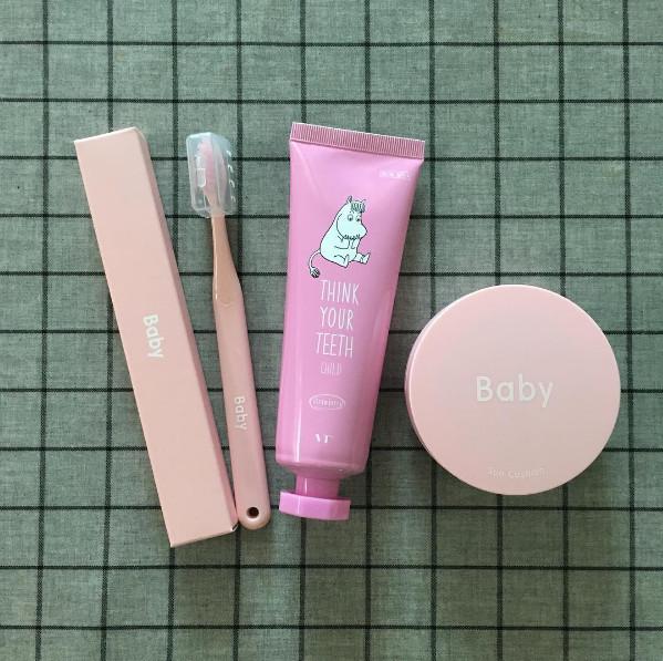 該牙膏牙刷由VANT36.5 X 嚕嚕米聯名推出,VANT36.5是由韓國美容整形醫院研發的一個化妝品牌。