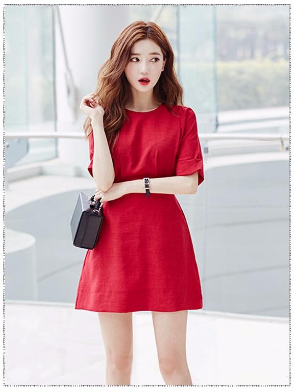 此時的你基本上已經完全知道作為一個職場人應該怎樣穿著打扮了,紅色熱情似火、充滿激情,看得出你對工作可是得心應手喲(感覺摩登少女都會看相了XD)...而且隨便一件簡單的裙裝穿在你身上,你都能很好的駕馭!