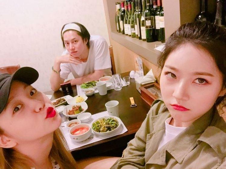 意外的組合金氏三兄妹,Red Velvet的Yeri跟演員金賽綸