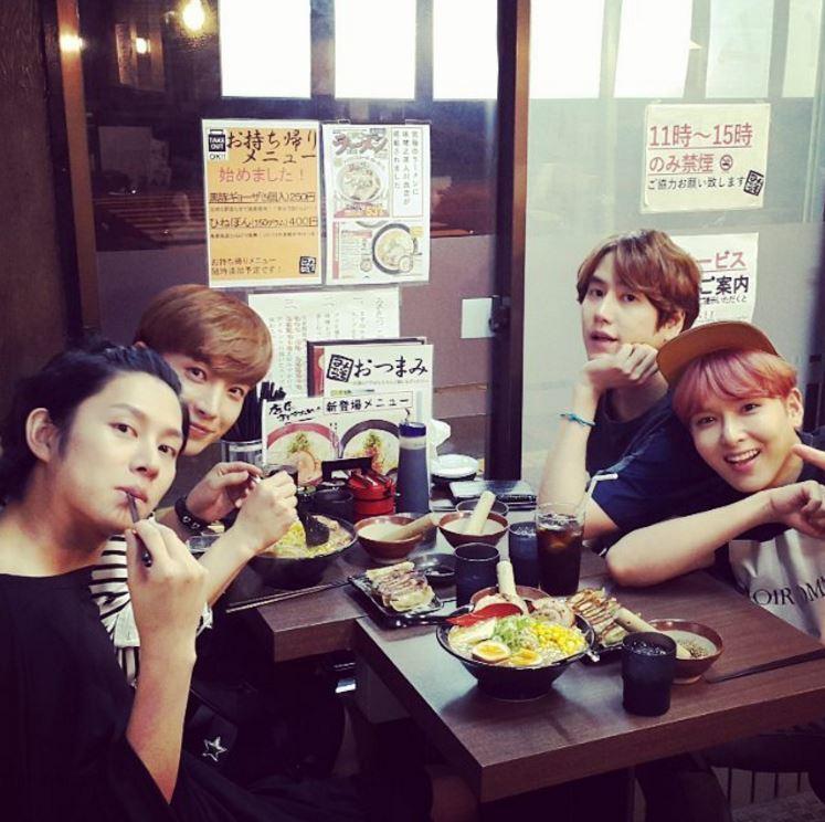 除了每去日本必上傳和成員吃拉麵的照片XD