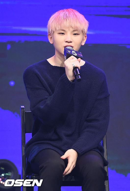 「自給自足偶像」Seventeen Woozi CARAT~~~你們在哪裡~~ 身為Vocal Team的隊長,除了作詞作曲當然還要會歌曲製作!
