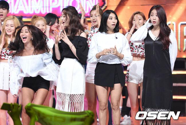 這次一回歸上音樂節目《Show Champion》就馬上得第一,看看Sistar的吃驚表情,Sistar的高人氣不在話下~