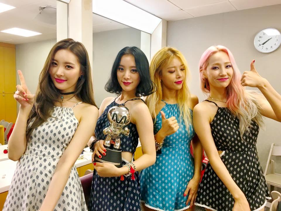 更感人的是,Wonder Girls奪下的音樂節目第一名獎座,竟然是繼2011年《Be My Baby》後,睽違5年多再度拿獎,老飯們應該都在電視機前泛淚了吧!也是WG改成目前成員後,第一次拿獎~