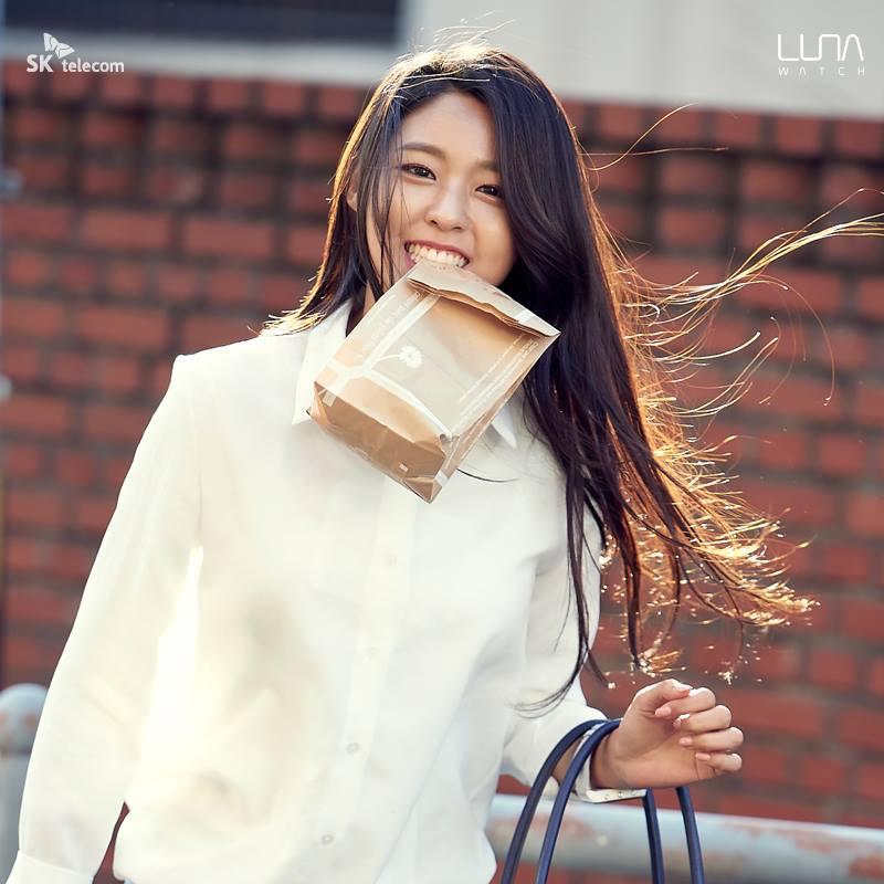 說到韓國的廣告偶像女王,你會先想到誰呢?過去的答案可能只有秀智,但在去年開始Girl's Day的惠利和AOA雪炫也躋身了廣告小天后的前三名~而且和惠利還有秀智因為戲劇打開知名度不同