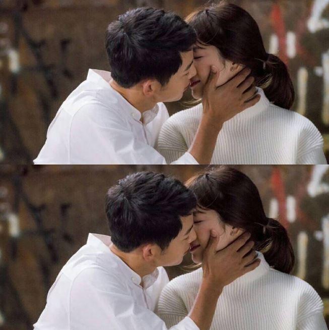 然而前陣子創下許多紀錄的KBS電視劇《太陽的後裔》,宋宋CP以神進展的速度發展戀情,兩人更是在第4集就超前上演吻戲(羞)