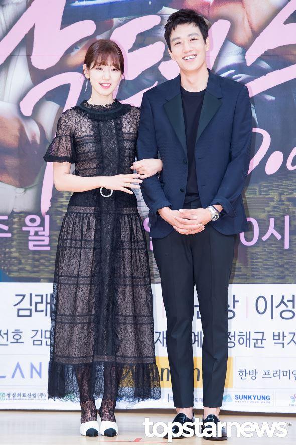 在《太陽的後裔》之後,最近討論度非常高的SBS韓劇《Doctors》,終於打破了這個SBS的第8集接吻定律啦(撒花)