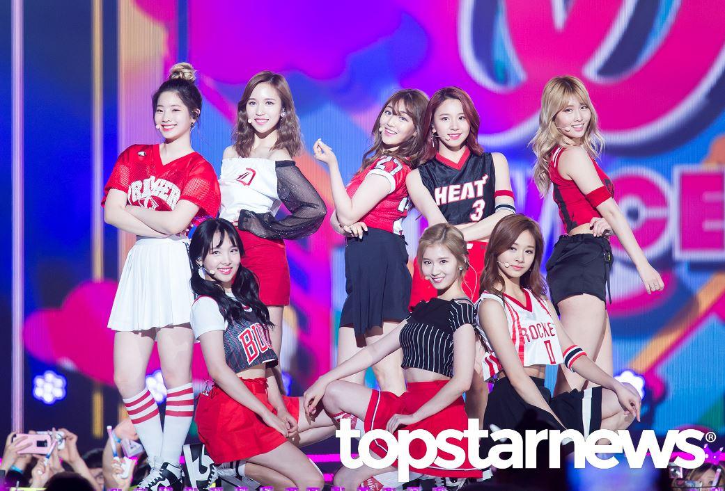 TWICE成員們當初從JYP新女團生存節目《SIXTEEN》脫穎而出,出道後果然人氣無法擋!