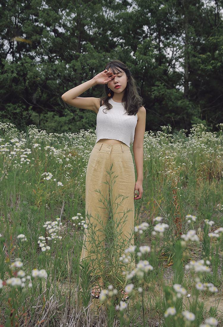 如果再搭配今年夏天韓妞流行的短板上衣,更顯高瘦。