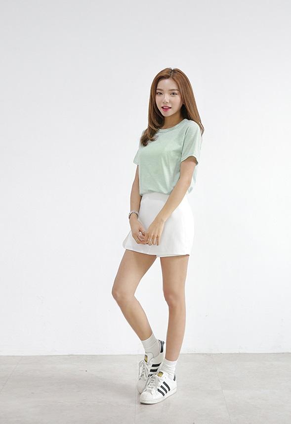#Darlly Shop  又是一間超級無敵百搭的店啊~裡面有好多T-Shirt,非常適合喜歡好搭單品的女生呢!而且價格也是6900韓元起跳,真的是非常吸引人呢!