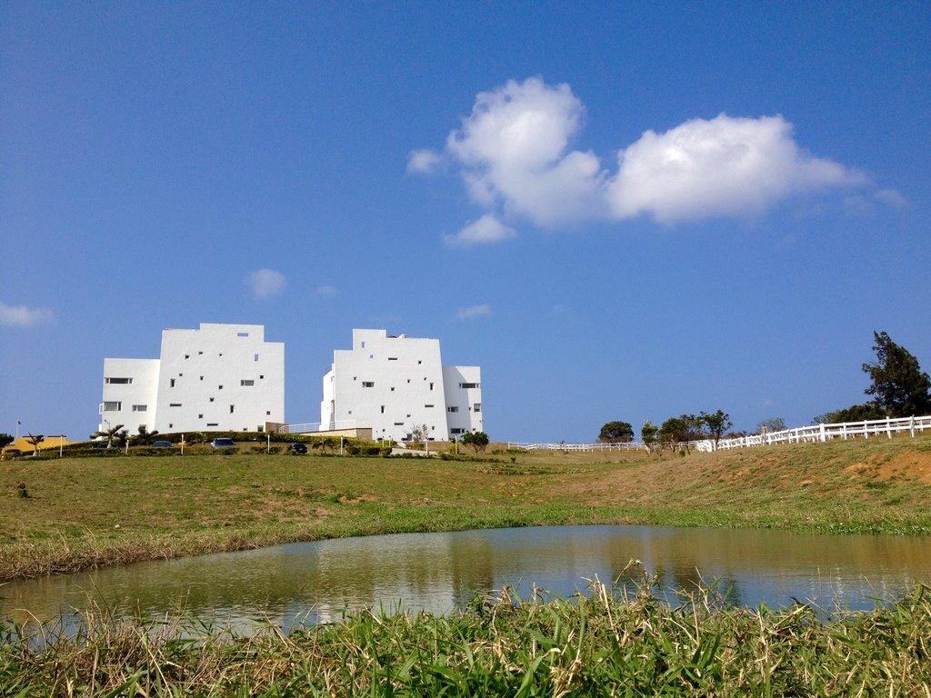 第二站來到的是有一片大草原的海境渡假民宿,超像一座在草原上的白色城堡呀~~ #海境渡假民宿 地址:屏東縣恆春鎮山海里紅柴路2之6號