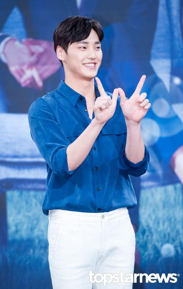 在劇中李太奐飾演漫畫人物姜哲(李鍾碩飾)的保鑣-徐度允,是韓國最優秀的格鬥選手,單純又充滿男子氣概。