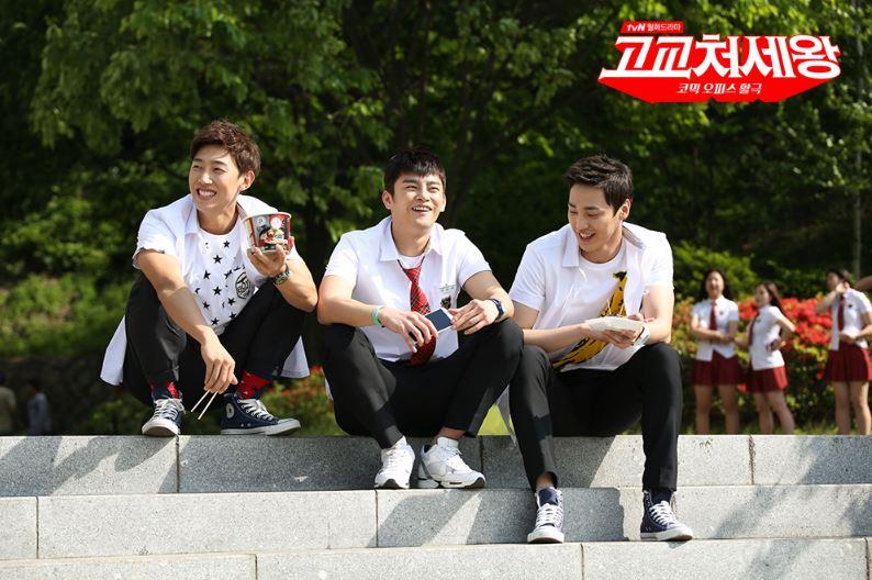 ►2014年 tvN月火劇《高校處世王》 這部是小編第一次看姜其永的演技,姜其永在劇中飾演徐仁國的好友趙德煥,1983年生的他,當時扮起高中生也毫無違和感啊~~