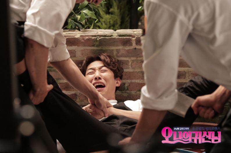►2015年 tvN金土劇《Oh 我的鬼神君》 姜其永在《Oh 我的鬼神君》中的副廚角色,可說是奠定了他的形象(笑)真的很有姜其永的特色XD