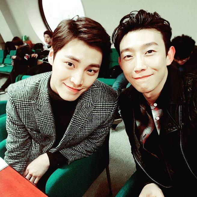 不過在《W》中屬於不同世界的李太奐和姜其永,不知道有沒有機會一起拍到戲欸…