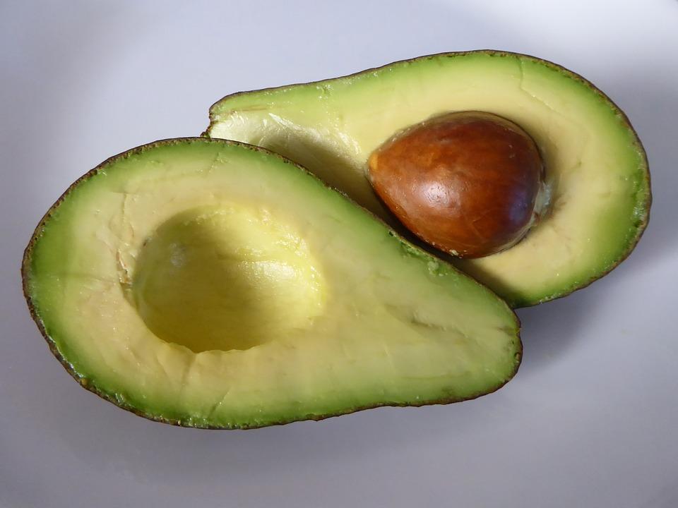 根據Nutrition Journal上刊載的研究結果表明,午飯時即使只吃半個酪梨,一直到晚飯時也不會吃很多的零食!
