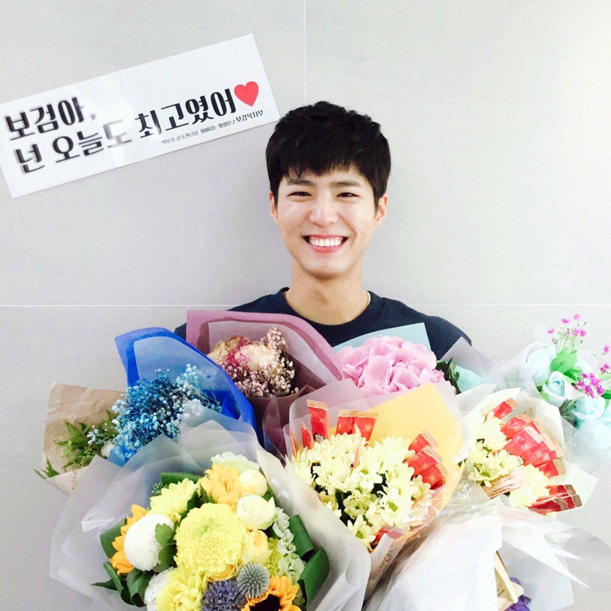 然而除了李鍾碩以外,擁有可愛臉蛋的朴寶劍,更是因為一張照片,被網友們稱為「完美撕漫男」?