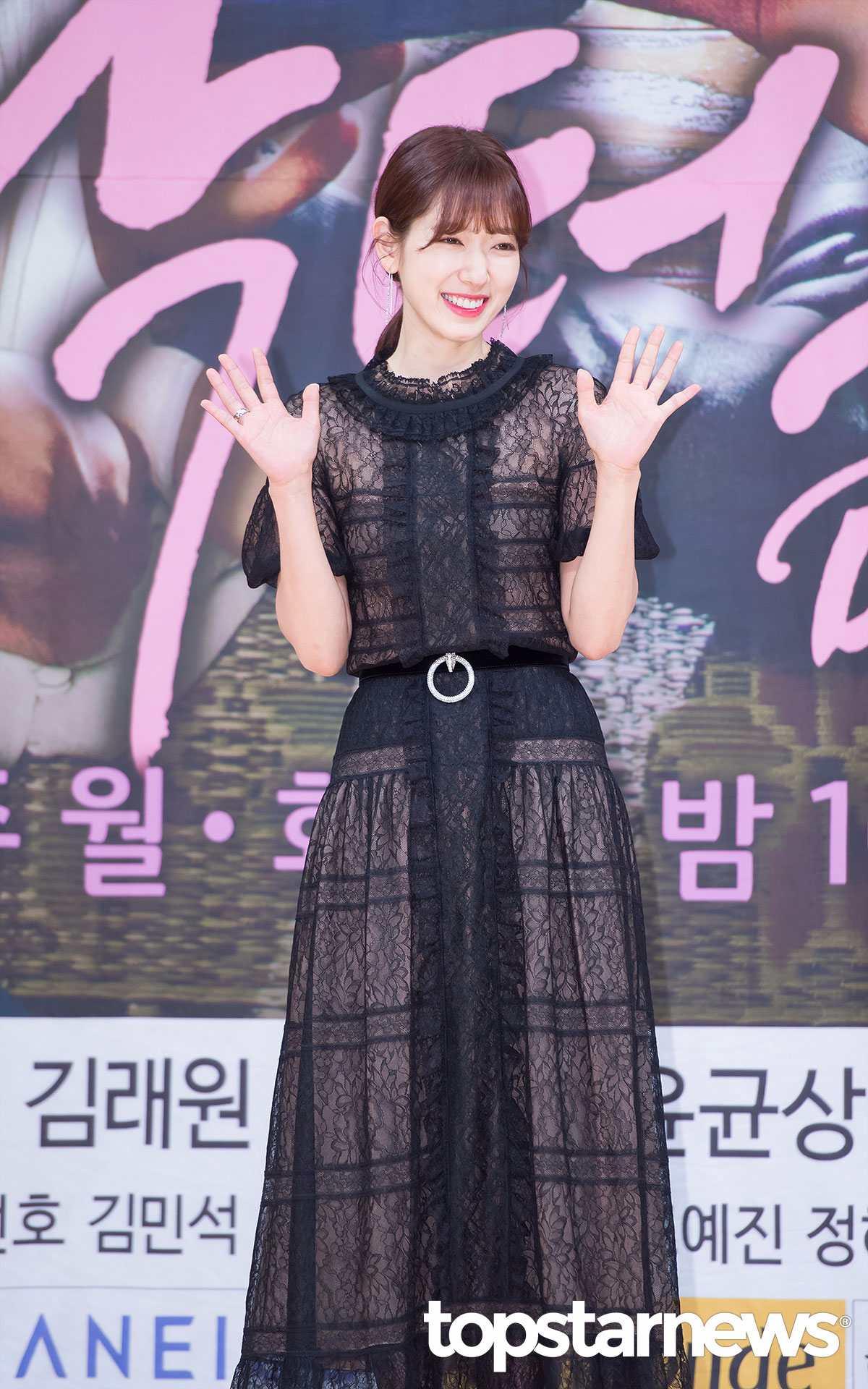 沒錯~「她」就是我們今天的女主角,演員朴信惠!