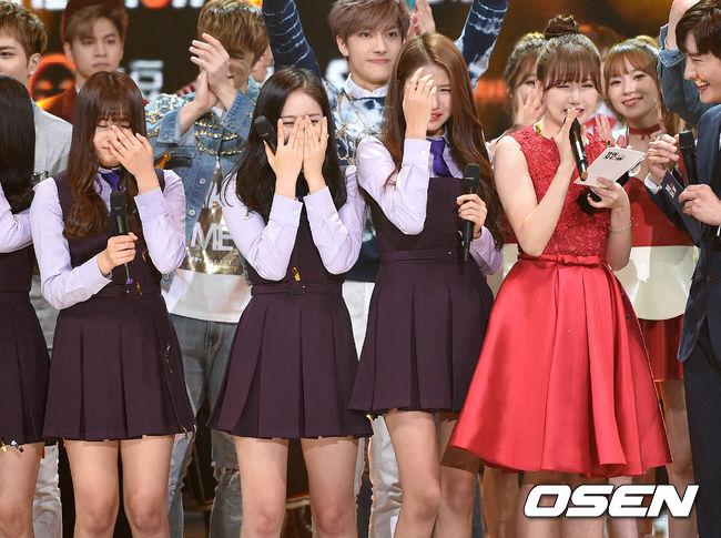 今年2月2日於音樂節目《THE SHOW》中獲得出道以來第一個一位~~( 不要哭....)