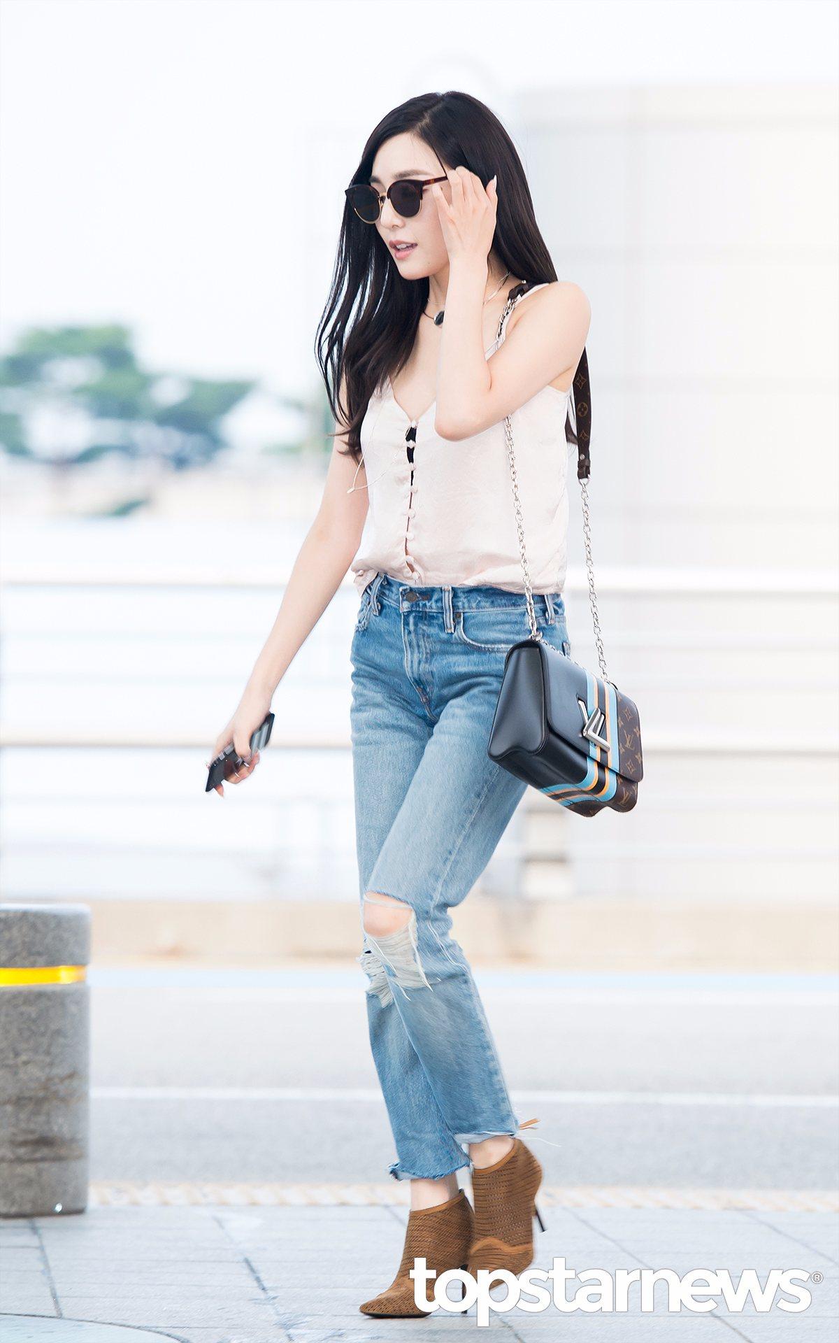 Tiffany完全就是美國style啊~胸口開這麼低還外露黑色內衣~這麼性感空少受得了嗎(笑)