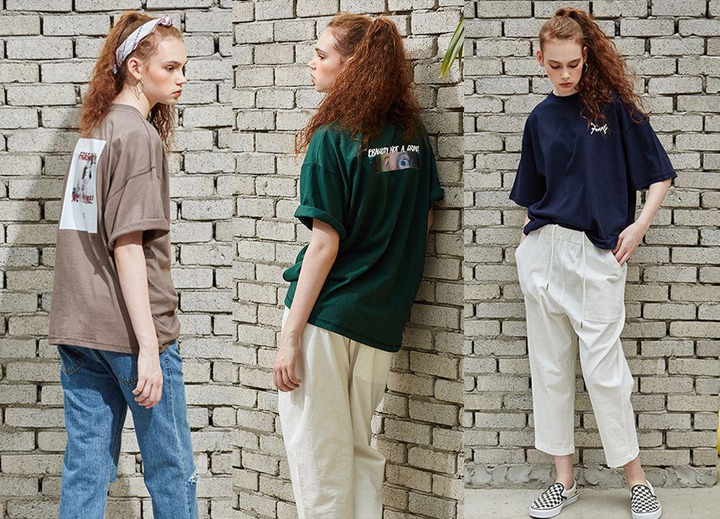 除了格紋,像這種Oversize的T恤,男女都能穿,很有隨意感。