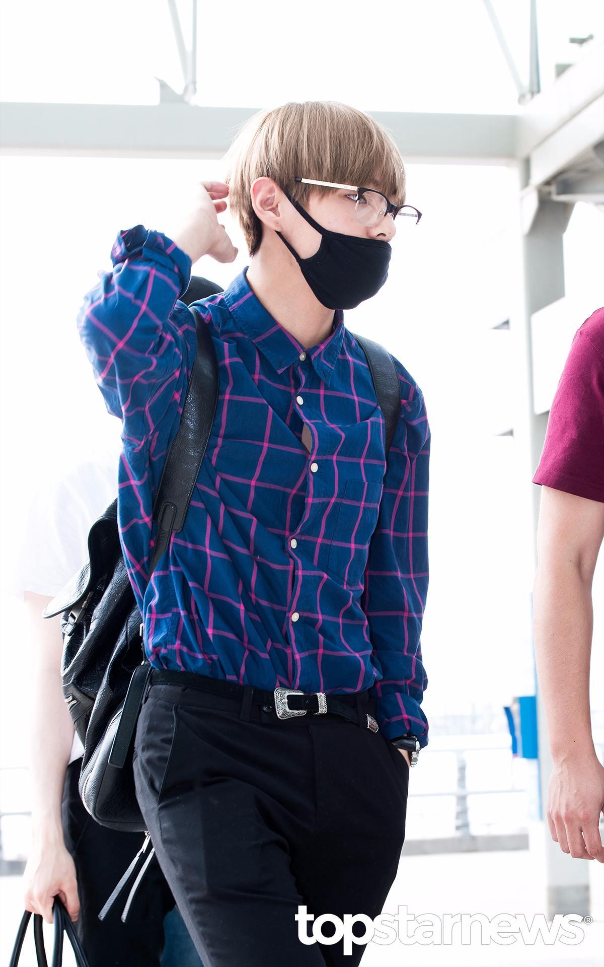 所以還是讓男友發漏一下V的這身非常有韓國學長風的Look吧!修身的格紋襯衫 X 西褲,男友如果身材夠好,一定要嘗試一下喔:-O