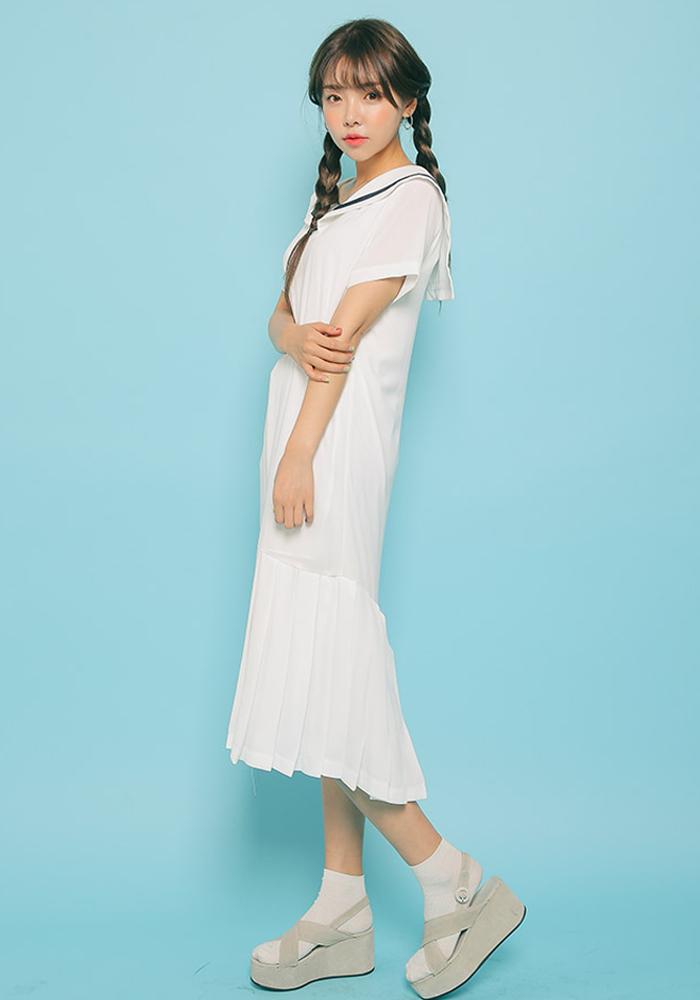 荷葉下擺海軍領長裙,非常夏天的感覺,清新甜美...