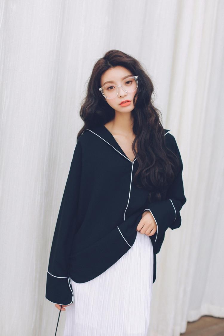 ►睡衣襯衫 好吧這摩登少女也不是很了解啦~因為穿起來真的有點像睡衣XDD