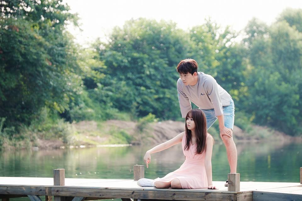 話說除了澤演和金所炫以外,去年有位曾經和金所炫是死對頭的女星,也化身過可愛女鬼,和人類男主角談起了人鬼戀!